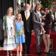 Nick Nolte entouré de sa femme Clytie Lane, leur fille Sophia et leur fils Brawley  avec son épouse Navi Rawat lors de la cérémonie d'inauguration de son étoile sur le Hollywood Walk of Fame le 20 novembre 2017 à Los Angeles.