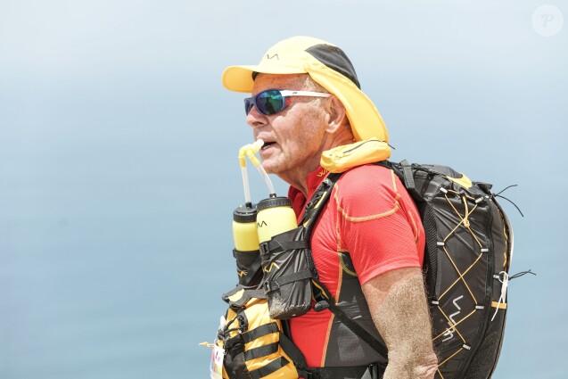 Patrick Poivre d'Arvor (PPDA) lors de l'étape n°1 de la 1ère édition du Half Marathon des Sables Peru, 120 kilomètres en autosuffisance, dans le désert d'Ica au Pérou. Le 2 décembre 2018 © E.Guimier/HalfMDS/Bestimage