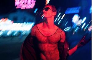 Pepe Munoz : Le complice de Céline Dion pose dénudé dans les rues de Las Vegas