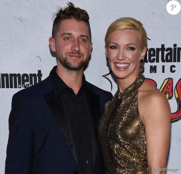 Katie Cassidy et son fiancé Matt Rodgers au EW Comic Con 2017 de l'hôtel Hard Rock à San Diego, le 22 juillet 2017.