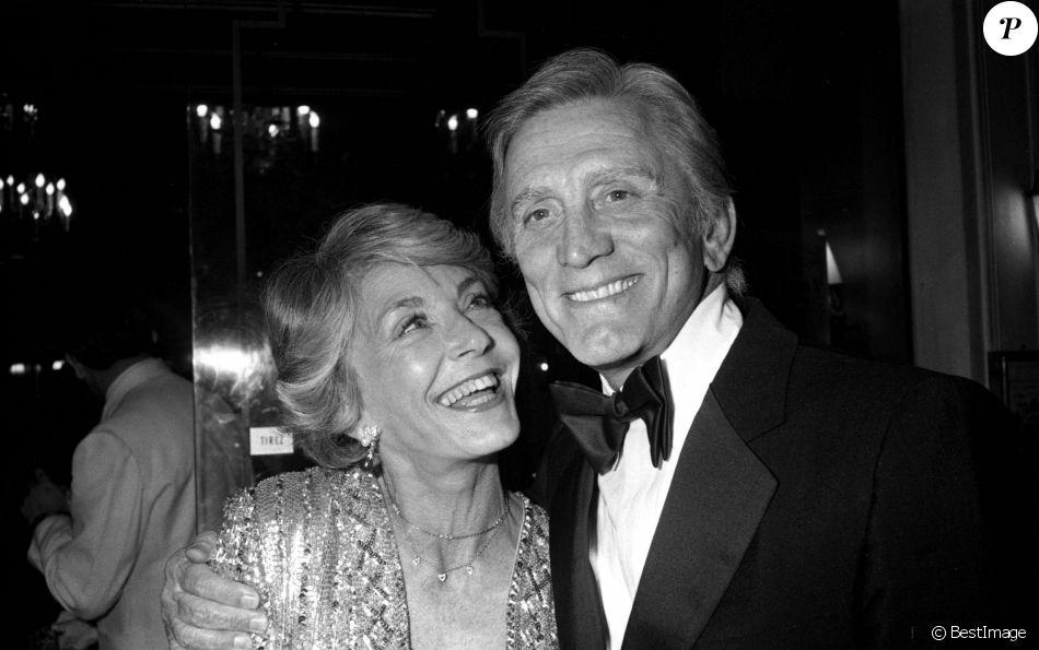 Archives - Kirk Douglas et sa femme Anne Buydens à la cérémonie des César en 1980