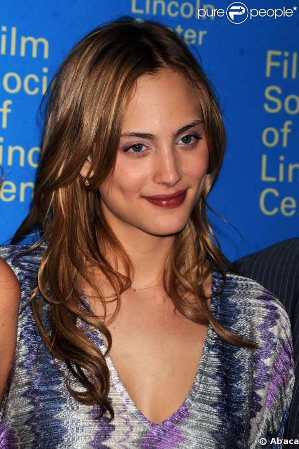 Nora Arnezeder - Gallery Photo Colection
