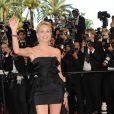 Sharon Stone lors de la montée des marches avant la projection d'Inglourious Basterds, au Festival de Cannes, le 20 mai 2009