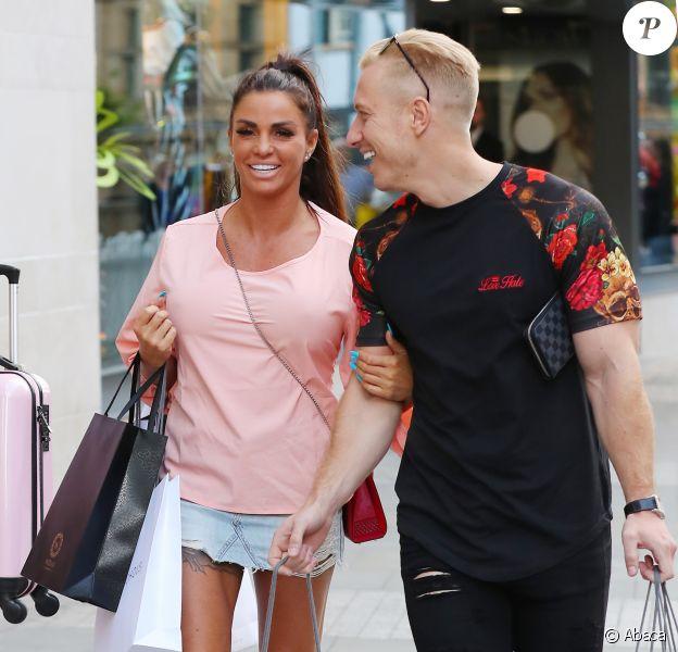 Katie Price et Kris Boyson à Manchester. Le 28 juillet 2018.