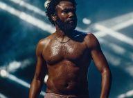 Childish Gambino (Donald Glover) : Sur scène, il annonce la mort de son père