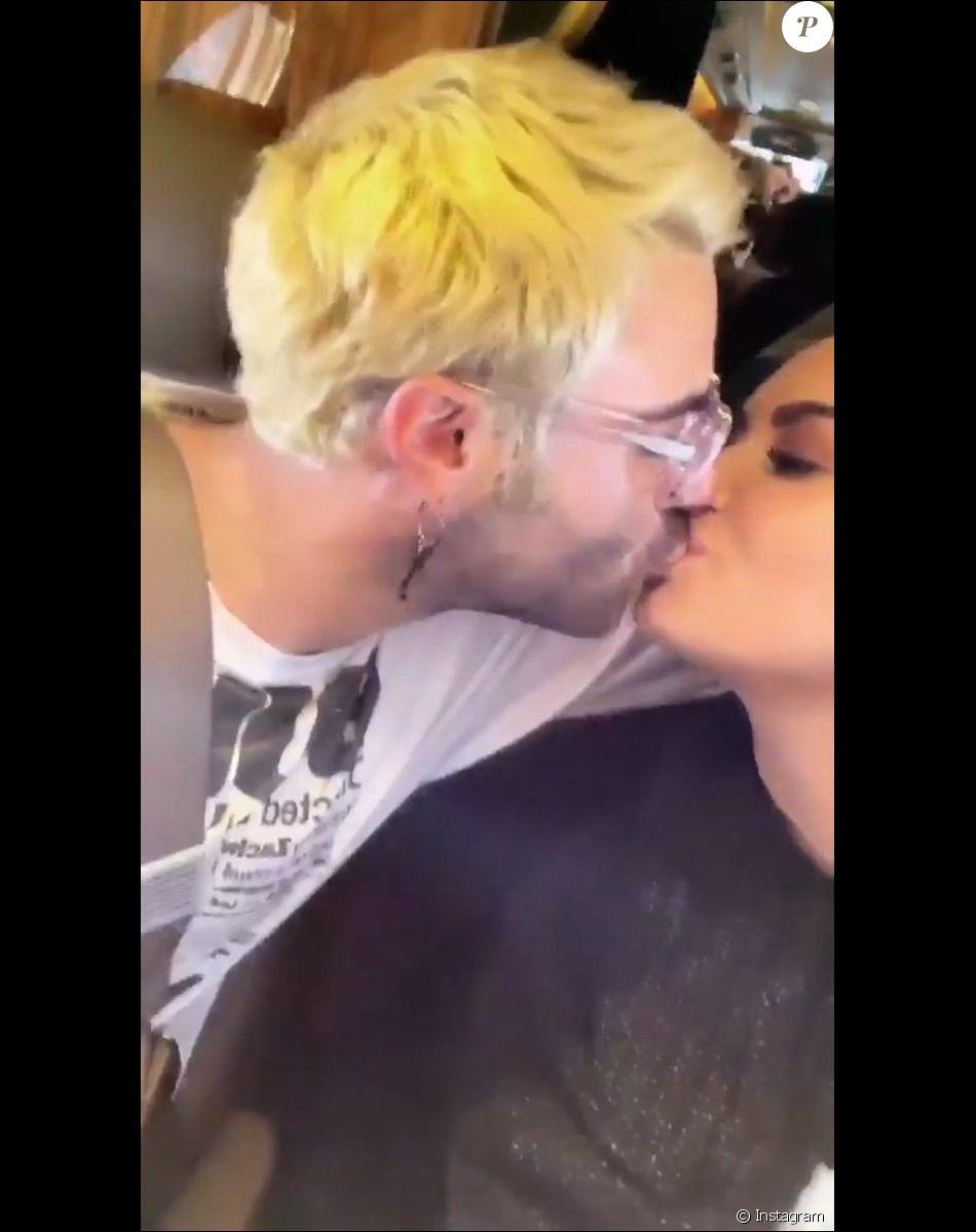 elle se film avec son nouveau iphone 18 baise