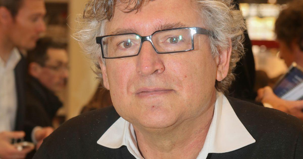 Michel Onfray  Après sa double vie, il a enfin épousé Dorothée, son  assistante , Purepeople