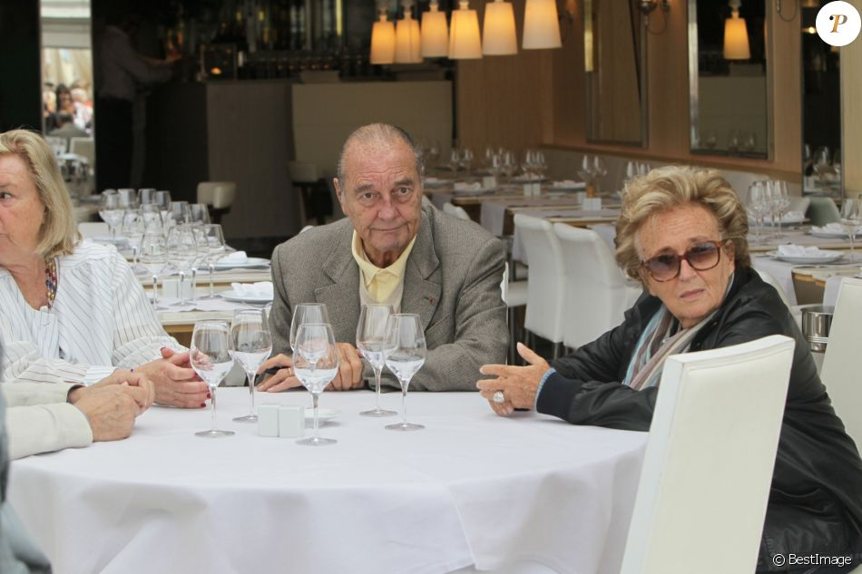 Jacques Chirac et sa femme Bernadette, Maryvonne Pinault et un ami au restaurant Le Girelier à Saint Tropez le 4 octobre 2013.