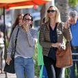 Exclusif - Courteney Cox et Lisa Kudrow sont allées déjeuner entre amies à Beverly Hills. Lee Kudrow, le père de Lisa, est de la partie! Le 22 janvier 2019