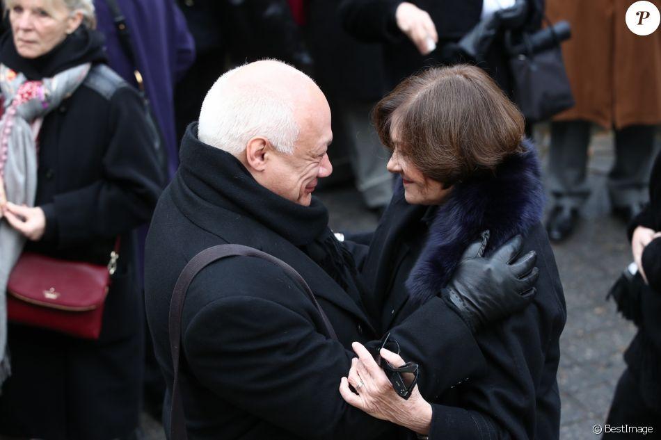 Éric-Emmanuel Schmitt et Macha Méril - Arrivées aux obsèques de Michel Legrand en la cathédrale orthodoxe Saint-Alexandre-Nevsky à Paris. Le 1er février 2019