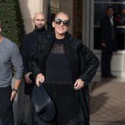 Céline Dion quitte Paris dans une tenue très sobre