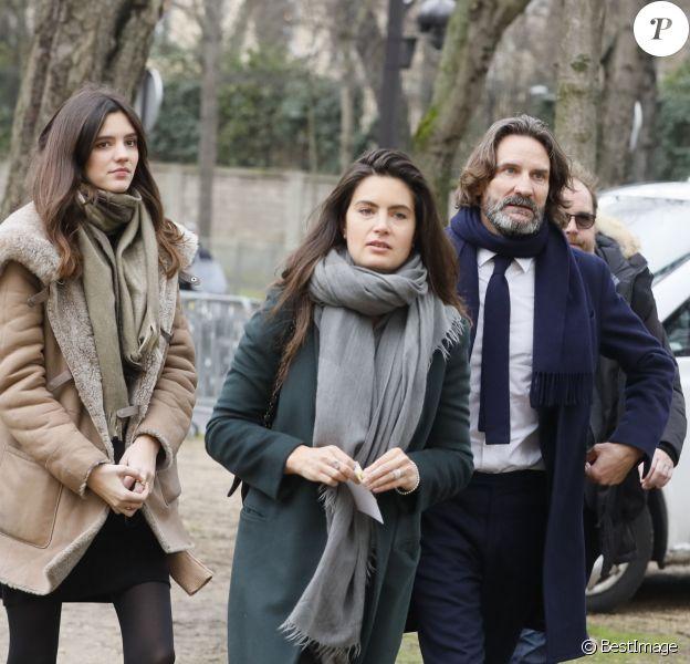 Frédéric Beigbeder, sa fille Chloé, sa femme Lara Micheli - Arrivées au théâtre Marigny pour l'hommage à Michel Legrand à Paris le 1er février 2019.