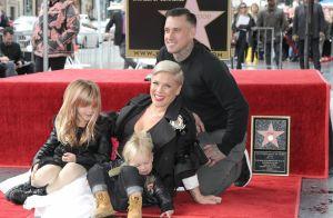 Pink : Tout sourire avec mari et enfants, elle brille sur le Walk of Fame