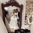 Emma (Mariés au premier regard) se dévoile en robe de mariée au côté de son amoureux Laurent sur Instagram le 10 février 2019.
