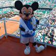 Nelson Monfort et Cyril Hanouna ont reçu Mickey à Roland-Garros
