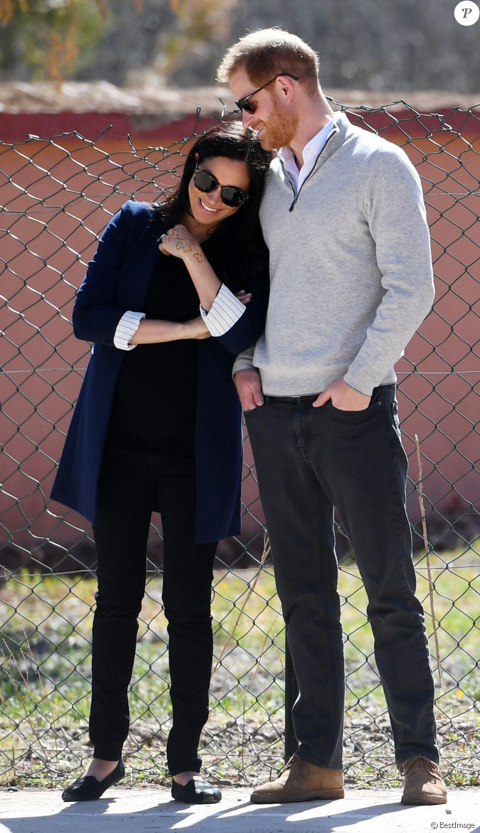 """Le prince Harry, duc de Sussex, et Meghan Markle, duchesse de Sussex, enceinte, visitent le """"Lycée Qualifiant Grand Atlas"""" dans le cadre de leur voyage officiel au Maroc, le 24 février 2019."""
