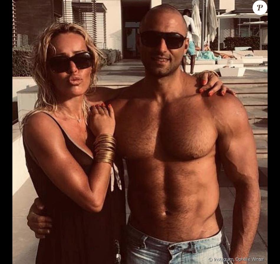 Ophélie Winter en compagnie de son coach Ersen Oznesil au Nikki Beach Resort & Spa à Dubai, le 25 février 2019.