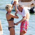 Exclusif - Danièle Gilbert et Patrick Scemama sur la plage de Pampelonne à Saint-Tropez le 7 juillet 2015.