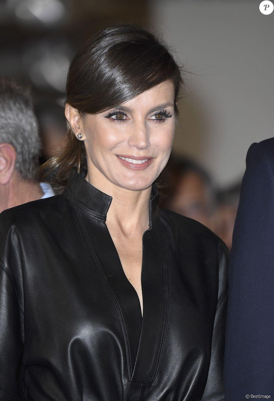 0a072ae322a Letizia d Espagne   Femme fatale avec son look rock et cuir à ...