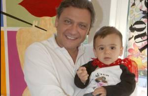 Le producteur Valéry Zeitoun et son épouse Sandra vous présente... leur fils Dino !
