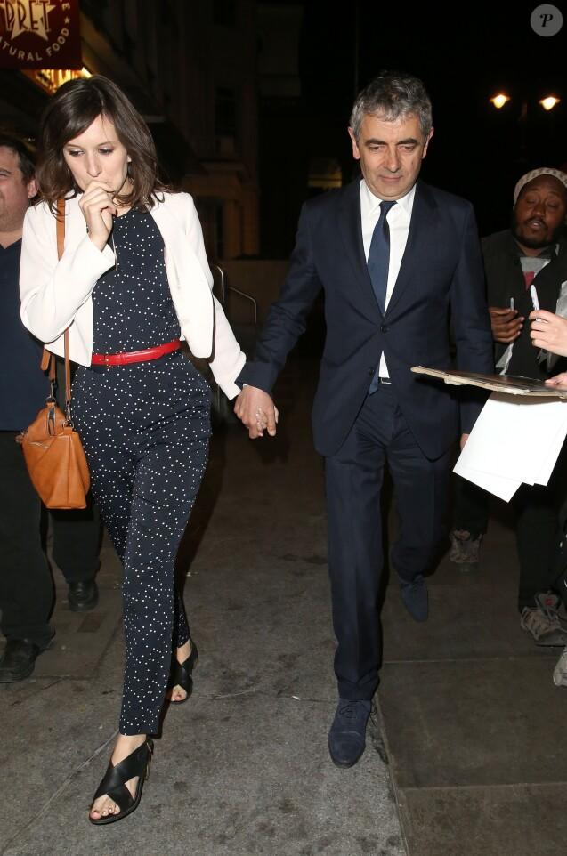 """Rowan Atkinson et sa petite amie Louise Ford à la sortie de la soirée """"The American Buffalo press"""" à Londres. Le 27 avril 2015"""