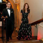 """Kate Middleton en robe """"modifiée"""" face à Victoria Beckham et David en amoureux"""