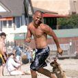 Torse nu sur la plage, Amaury Nolasco est vraiement trop sexy. Avec Michael Scofield, il est l'un des plus beaux évadés de  Prison Break  !