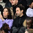 Malik Bentalha, Matt Pokora (M. Pokora), Laurie Cholewa et son mari Greg Levy dans les tribunes du parc des Princes lors du match de football de ligue 1, opposant le Paris Saint-Germain (PSG) contre l'Olympique de Marseille (OM) à Paris, France, le 17 mars 2019. Le PSG a gagné 3-1.