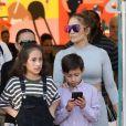 Jennifer Lopez fait du shopping avec ses enfants Emme et Maximilian et sa soeur à Miami le 16 février, 2019 16/02/2019 - Miami