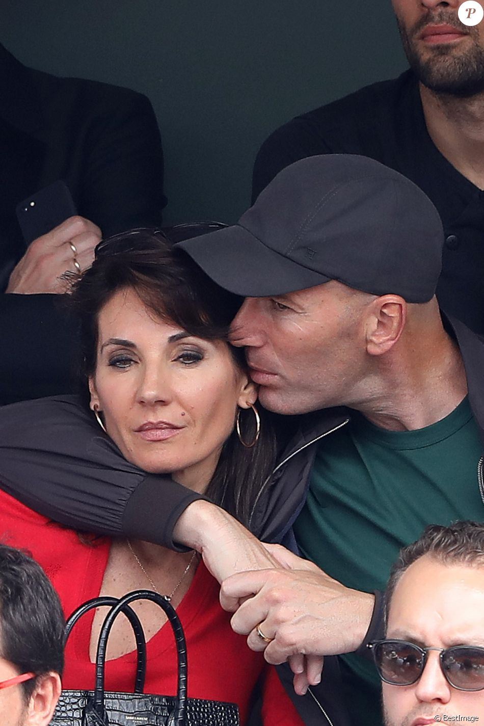 Zinédine Zidane et sa femme Véronique dans les tribunes des Internationaux de France de Tennis de Roland Garros à Paris, le 10 juin 2018. © Dominique Jacovides - Cyril Moreau/Bestimage