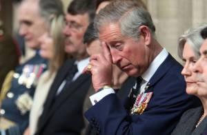 Le Prince Charles pris en flagrant délit d'ennui. Il s'est bien fait avoir par sa mère !