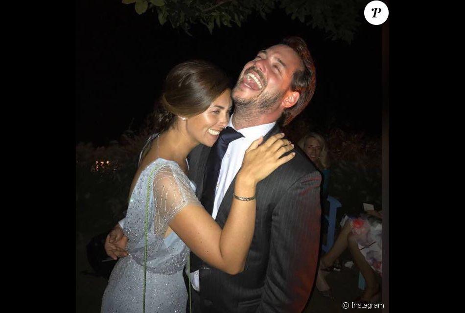 """La princesse Claire de Luxembourg euphorique dans les bras du prince Felix, hilare : une photo """"feel good"""" diffusée par la cour grand-ducale pour le 34e anniversaire de Claire, le 21 mars 2019. Instagram."""