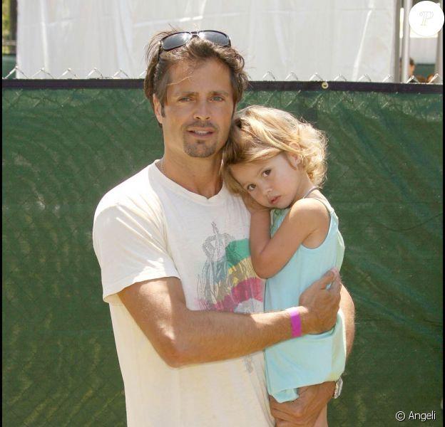 David Charvet et son adorable fille, lors du 20e Time for Heroes Carnival, pour la recherche contre le sida, à Los Angeles, le 7 juin 2009 !