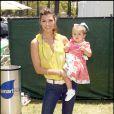 Ali Landry et son adorable fille, lors du 20e Time for Heroes Carnival, pour la recherche contre le sida, à Los Angeles, le 7 juin 2009 !