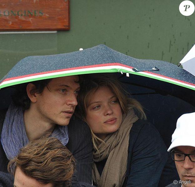 Mélanie Thierry et Raphaël ont assisté à la victoire de Federer hier à Roland-GArros