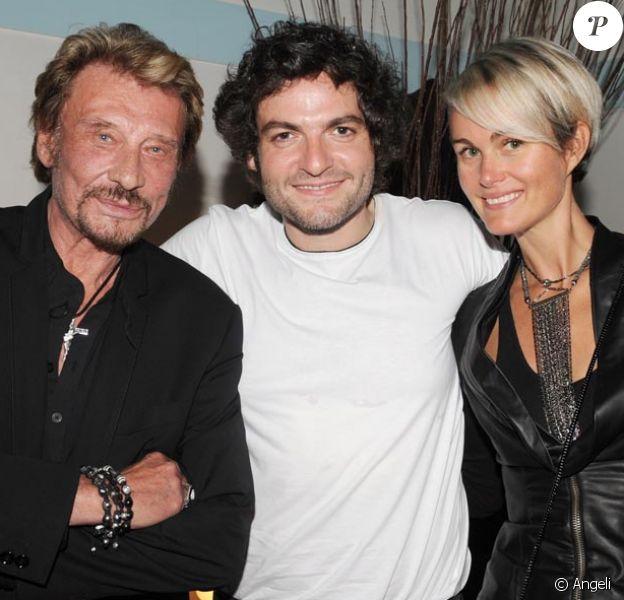Johnny Hallyday et Laeticia dans la loge de Matthieu Chedid à l'Olympia de Paris, le 27 mai 2010.