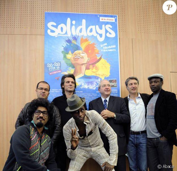 Luc Barruet, Yvan Le Bolloc'h, Jean-Paul Huchon, Antoine de Caunes, MC Solaar, Sébastien Folin et Keziah Jones, lors de la conférence de presse pour Solidays