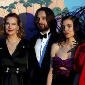 Carole Bouquet avec ses belles-filles, deux divines Charlotte, au Bal de la rose
