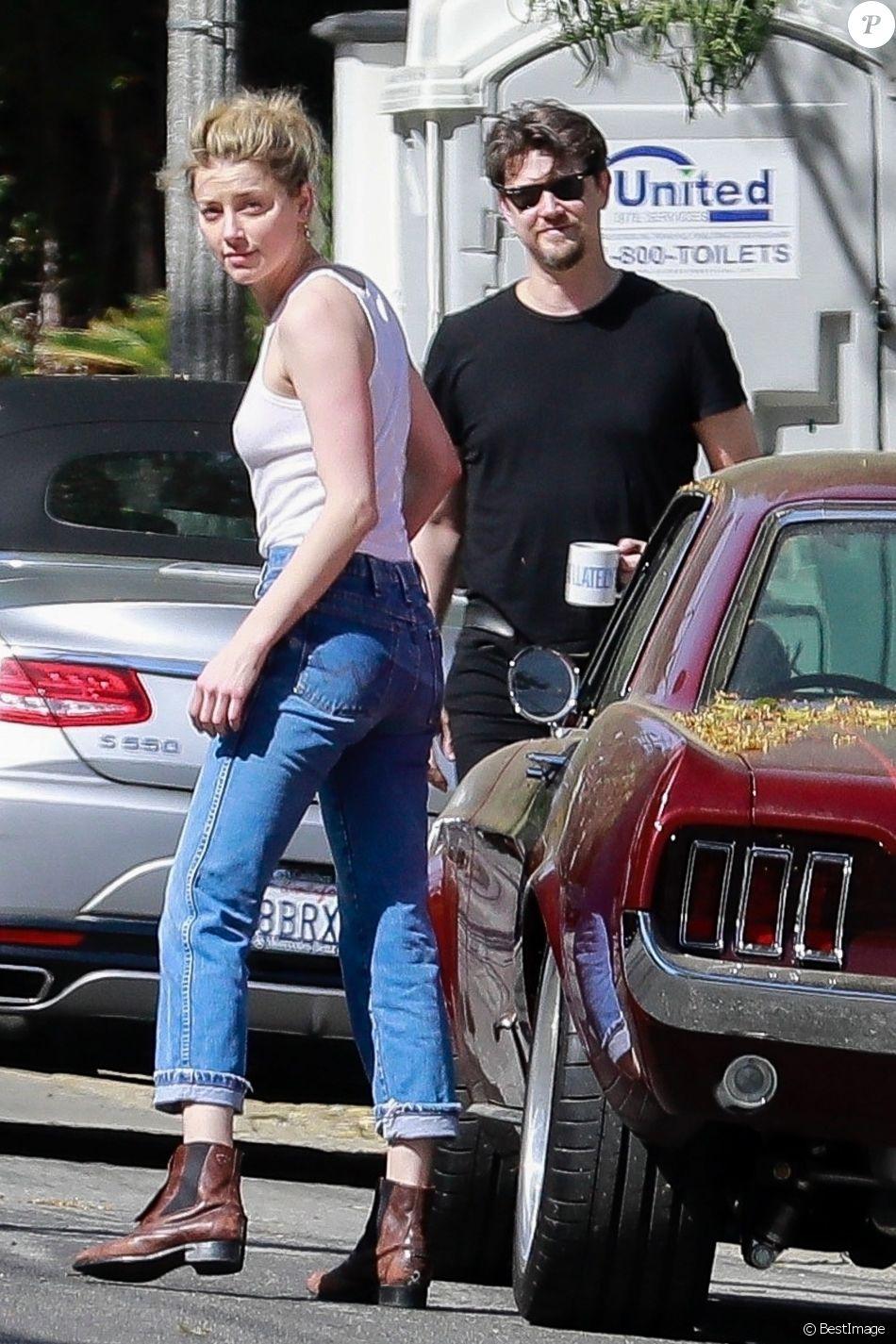Exclusif - Amber Heard et son compagnon Andy Muschietti sont allés rendre visite à des amis à Los Angeles, le 30 mars 2019.