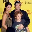 Luke Perry en famille - Soirée du 20e anniversaire des Simpsons à Los Angeles.