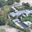 Exclusif - Vue aérienne de la maison de Kim Kardashian et son mari Kanye West après les ravages de l'incendie le plus meurtrier et le plus destructeur de l'histoire de la Californie. Kim et Kanye y ont échappé en engageant des pompiers privés pour combattre les flammes. Le couple a ainsi sauvé les villas de tout un quartier. La famille West réside à Hidden Hills, au bout d'un cul-de-sac et près d'un champ. L'incendie qui était sur le point de toucher leur villa, achetée 20 millions de dollars en 2014 et évacuée en urgence vendredi dernier, aurait également pu se propager jusqu'aux résidences voisines. Le 19 novembre 2018.