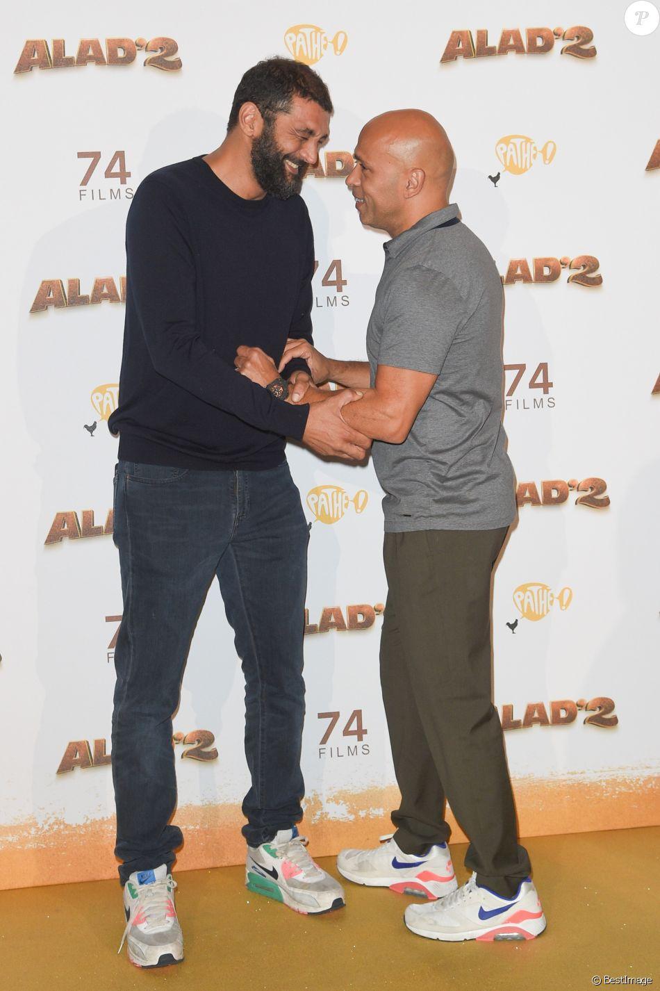 """Ramzy Bedia et Eric Judor - Les célébrités posent lors du photocall de l'avant-première du film """"Alad'2"""" au cinéma le grand Rex à Paris le 21 septembre 2018. © Guirec Coadic/Bestimage"""