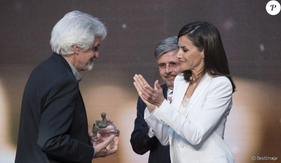 La reine Letizia d'Espagne le 25 avril 2019 lors de la cérémonie de remise des prix de littérature jeunesse El Barco de Vapor et Gran Angular respectivement à Beatriz Osés et Andrés Guerrero à la Real Casa de Correos (La Maison de la Poste) à Madrid.