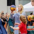 La pricnesse héritière Catharina-Amalia s'essaye au basket. Le roi Willem-Alexander des Pays-Bas a célébré ses 52 ans le 27 avril 2019 à Amersfoort à l'occasion du King's Day, en compagnie de son épouse la reine Maxima, de leurs filles les princesses Catharina-Amalia, Alexia et Ariane, de son frère le prince Constantijn avec son épouse la princesse Laurentien et de ses cousins.