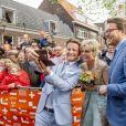 Le prince Pieter-Christiaan, la princesse Laurentien et le prince Constantijn font un selfie lors des célébrations du King's Day à Amsfoort le 27 avril 2019 pour les 52 ans du roi Willem-Alexander des Pays-Bas.