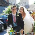 Charlie Van Straubanzee et sa femme Daisy Jenkins lors de leur mariage à l'église Sainte-Marie-La-Vierge à Frensham, le 4 août 2018.