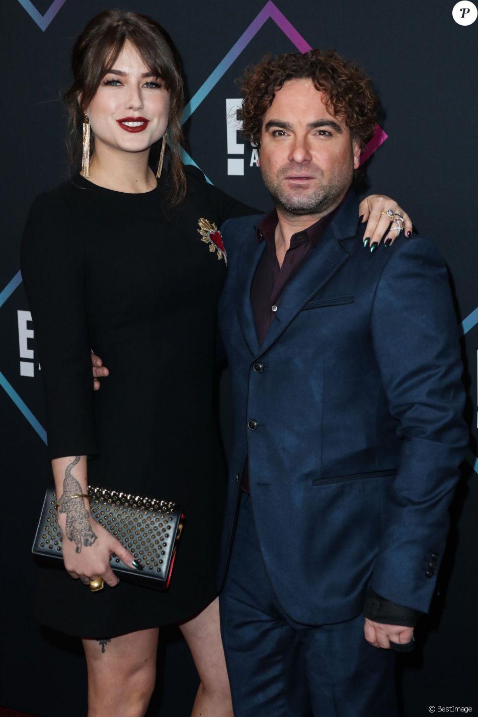 """Alaina Meyer, Johnny Galecki - Les célébrités posent lors du photocall de la soirée """"People's Choice Awards"""" à Santa Monica le 11 novembre 2018."""