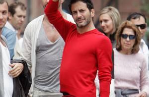 Marc Jacobs en jupe et en rouge : le look du roi de la mode ne passe pas inaperçu !