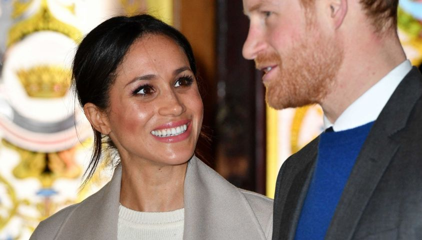 Le prince Harry et Meghan Markle arrivent au Crown Liquor Saloon à Belfast le 23 mars 2018. 23 March 2018. (9474459f) Meghan Markle and Prince Harry at Crown Bar Prince Harry and Meghan Markle visit to Northern Ireland, UK - 23 Mar 2018 They will travel to one of Belfast's most historic buildings, The Crown Liquor Saloon. Owned by the National Trust, the atmospheric former Victorian gin palace is bursting with character, including period gas lighting and private snugs, featuring the original metal plates for striking matches and an antique bell system for alerting staff. Here they will learn from National Trust representatives about the pub's heritage23/03/2018 - Belfast