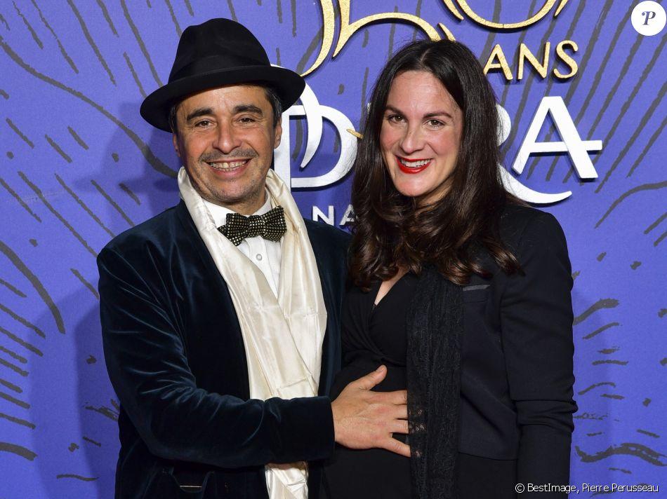 Ariel Wizman et sa compagne Osnath Assayag (enceinte) lors du photocall du gala du 350ème anniversaire de l'Opéra Garnier à Paris, France, le 8 mai 2019. © Pierre Perusseau/Bestimage